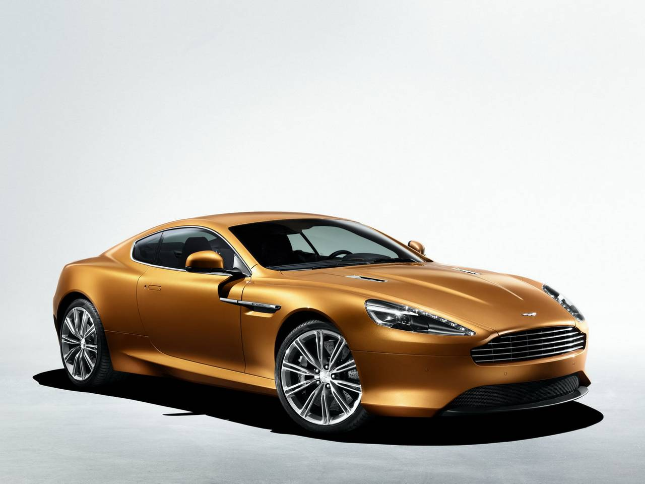 Aston Martin Virage 01