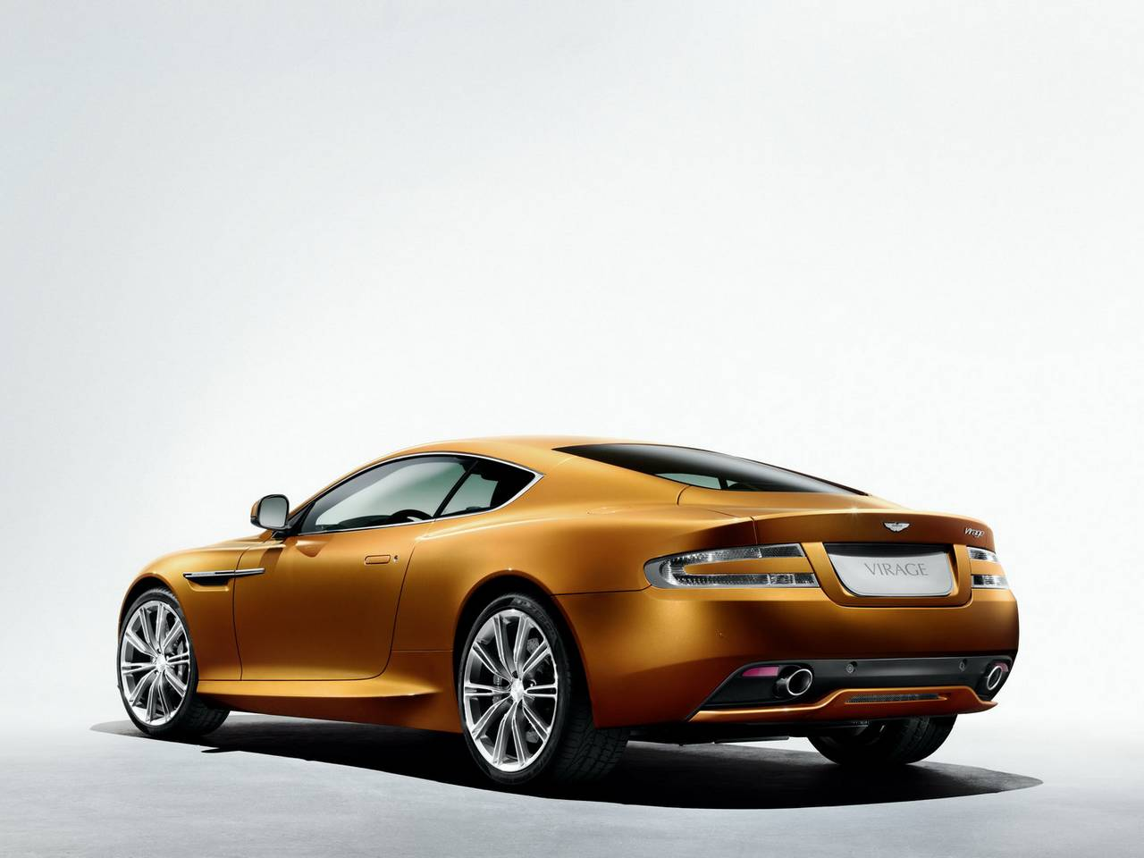 Aston Martin Virage 02